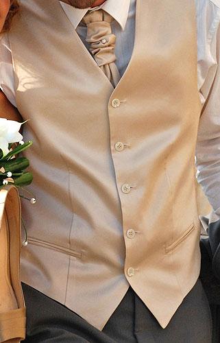 Svadobná vesta a kravata šitá na mieru pre ženícha bf4df312ea